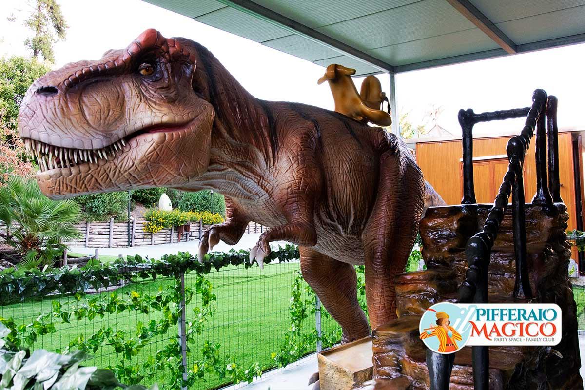 Pifferaio-Giurassico-Tirannosaurus-Rex-3